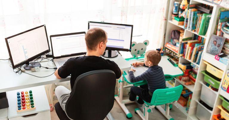 Dolgozni gyerek mellett